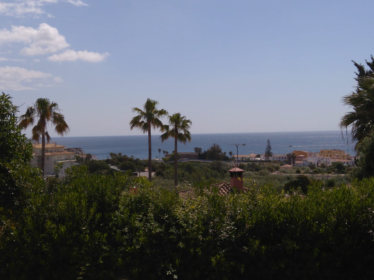 OPPORTUNITY TO BUY A  VERY COZY AND COMFORTABLE HOUSE TO LIVE.  IT HAS VARIOUS LEVELS OF FEW STEPS I, Spain