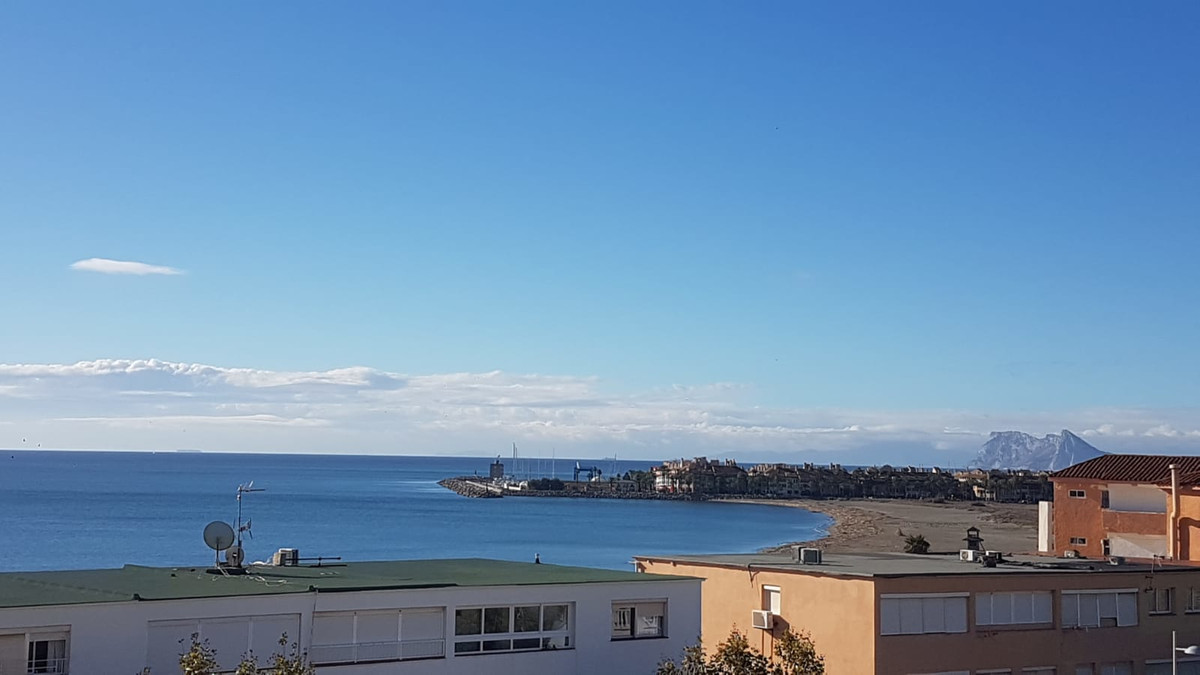 Spectacular apartment located in Torreguadiaro´s 2nd line beach. The property consists of 2 bedrooms, Spain