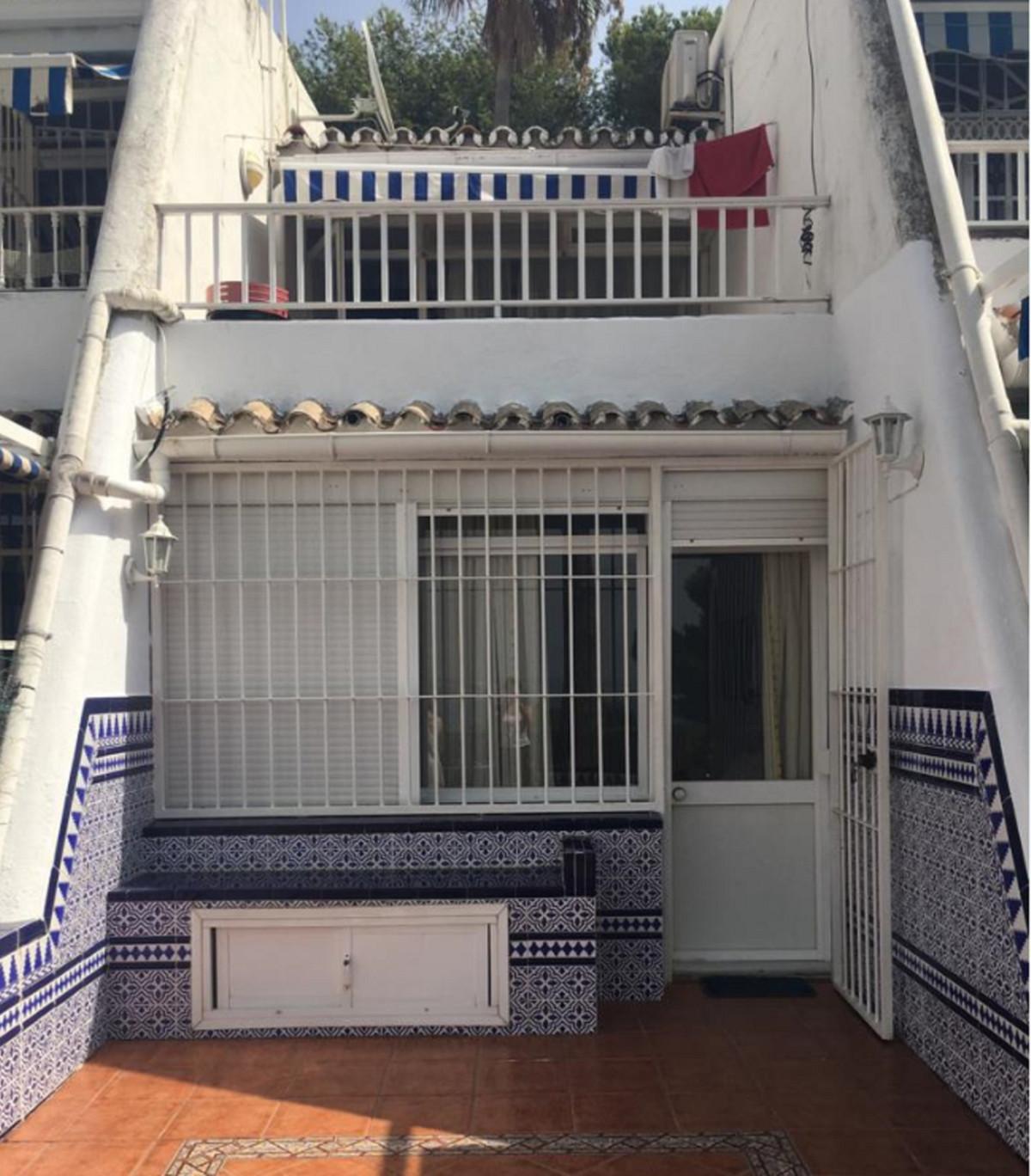 Villa Independiente 2 Dormitorio(s) en Venta Estepona