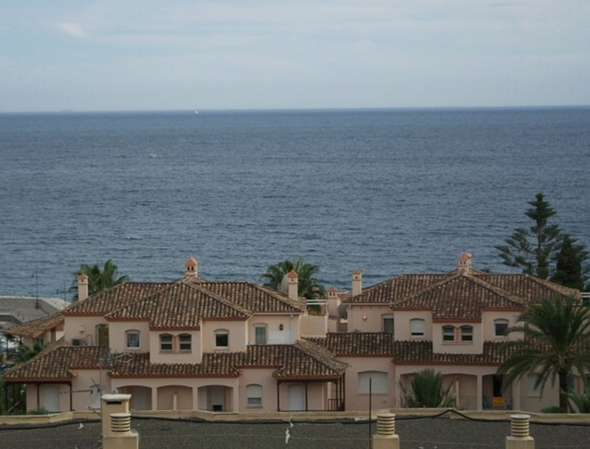 Nice studio of 40 m2 very close to the beach and the marina, with south orientation and beautiful se,Spain