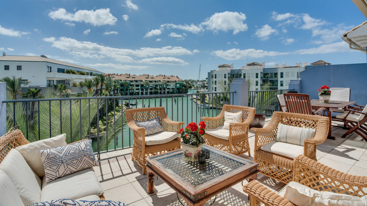 Very nice duplex penthouse overlooking the marina in Sotogrande with 3 bedrooms, 3 bathrooms, 2 terr, Spain