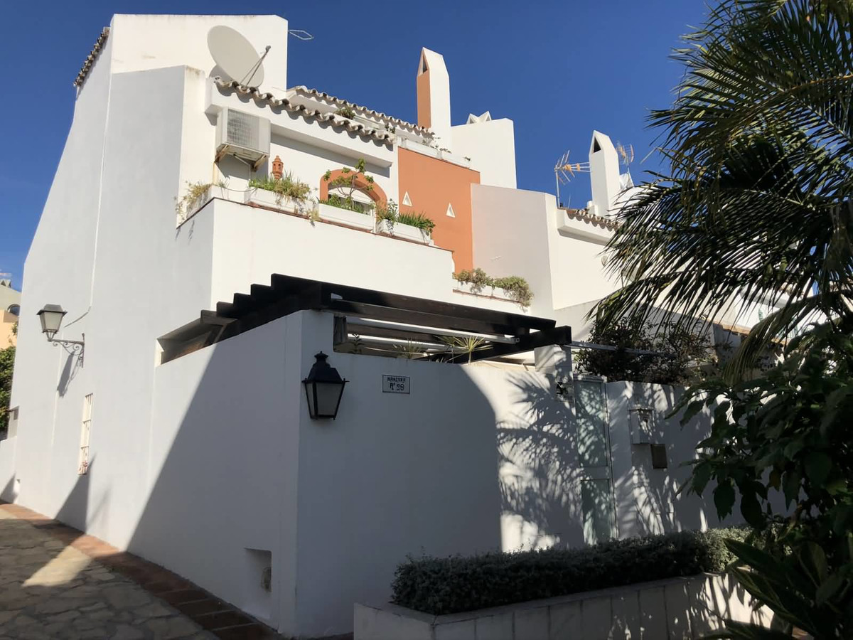 A lovely 4 bedroom family townhouse located in Altos de Rodeo in Nueva Andalucia  Altos del Rodeo is,Spain