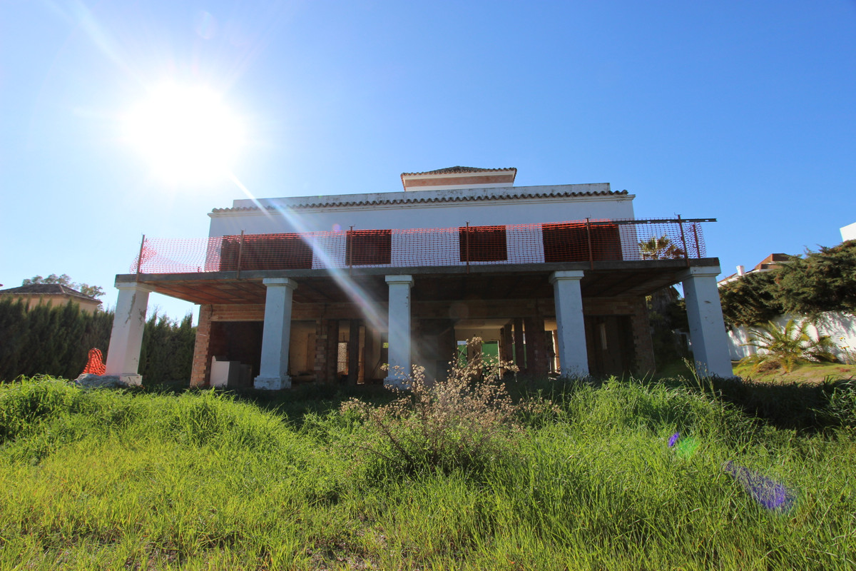 Detached Villa, Nueva Andalucia, Costa del Sol. 4 Bedrooms, 5 Bathrooms, Built 320 m², Garden/Plot 9, Spain