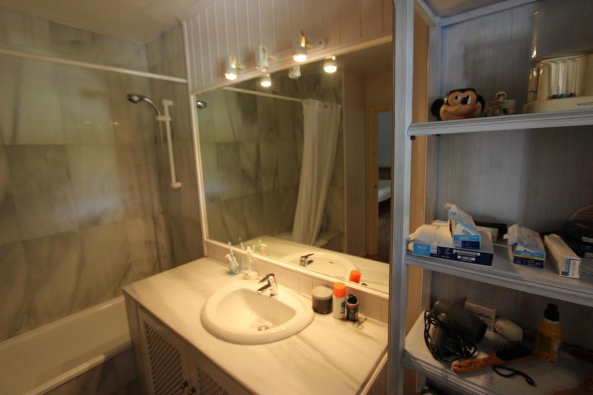 Unifamiliar con 6 Dormitorios en Venta Guadalmina Baja