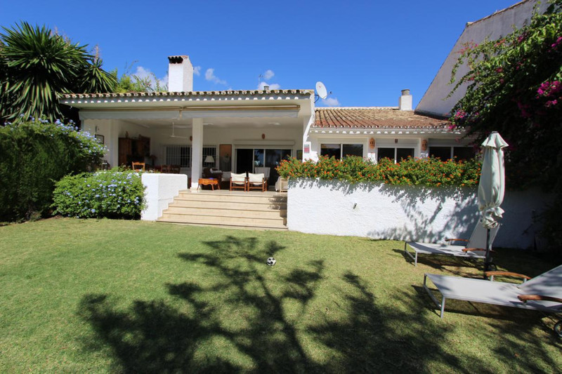 Townhouses for sale in Guadalmina 25