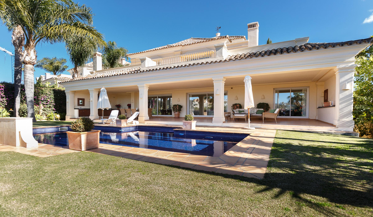 Amazing, west facing 4 bedroom family villa, located in the heart of the Golf Valley, within easy re, Spain