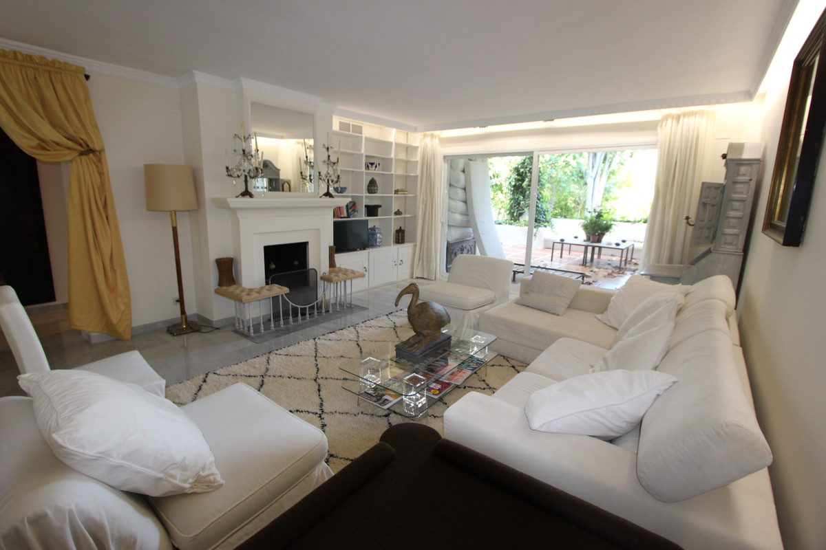 Nice ground floor apartment in a gated development in Guadalmina-Casasola, just 4 minutes from San P,Spain
