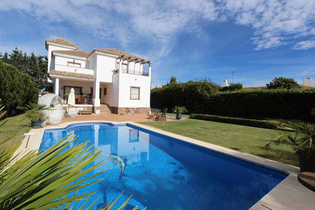 COSY FAMILY VILLA RUSTIC STYLE SITUATED IN THE EXCLUSIVE URBANISATION GUADALMINA BAJA, NEARBY THE BE, Spain