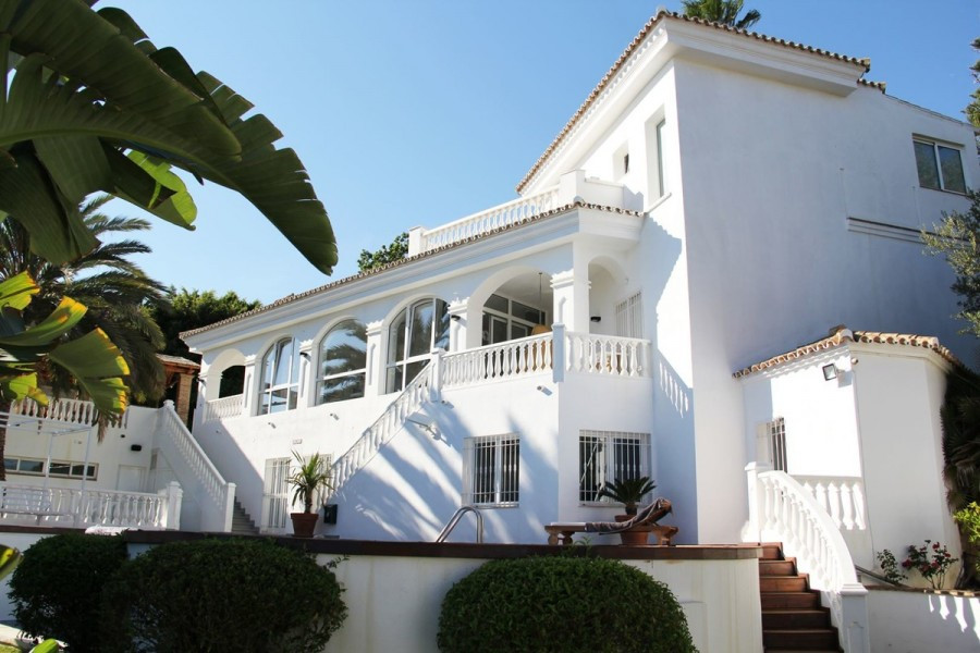 This beautiful Andalusian villa has been completely renovated with the best materials to offer a mod, Spain