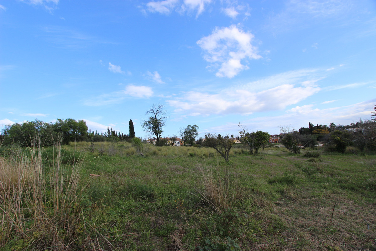 Plot located among elegant villas in Elviria with open south view.  Close to shops, restaurants and ,Spain