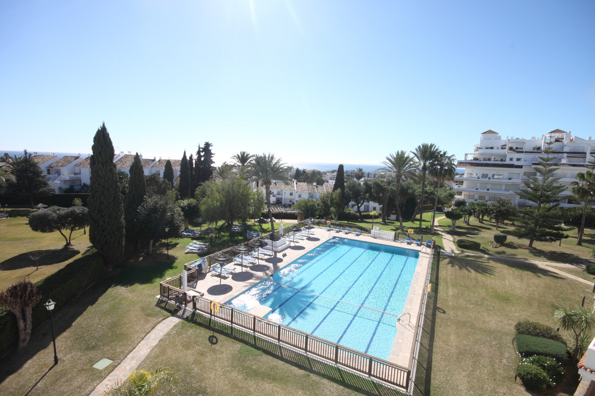 A unique opportunity to acquire a fantastic located apartment situated in the very sought after comm,Spain
