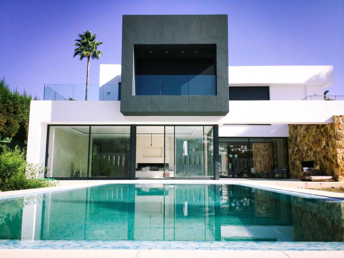 Villa for sale in Nueva Andalucía