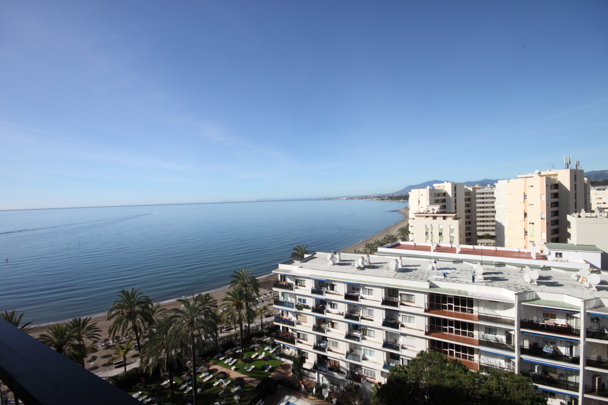 Fantastic opportunity located in central Marbella, right on the Paseo Maritimo.  Situated in the pop,Spain
