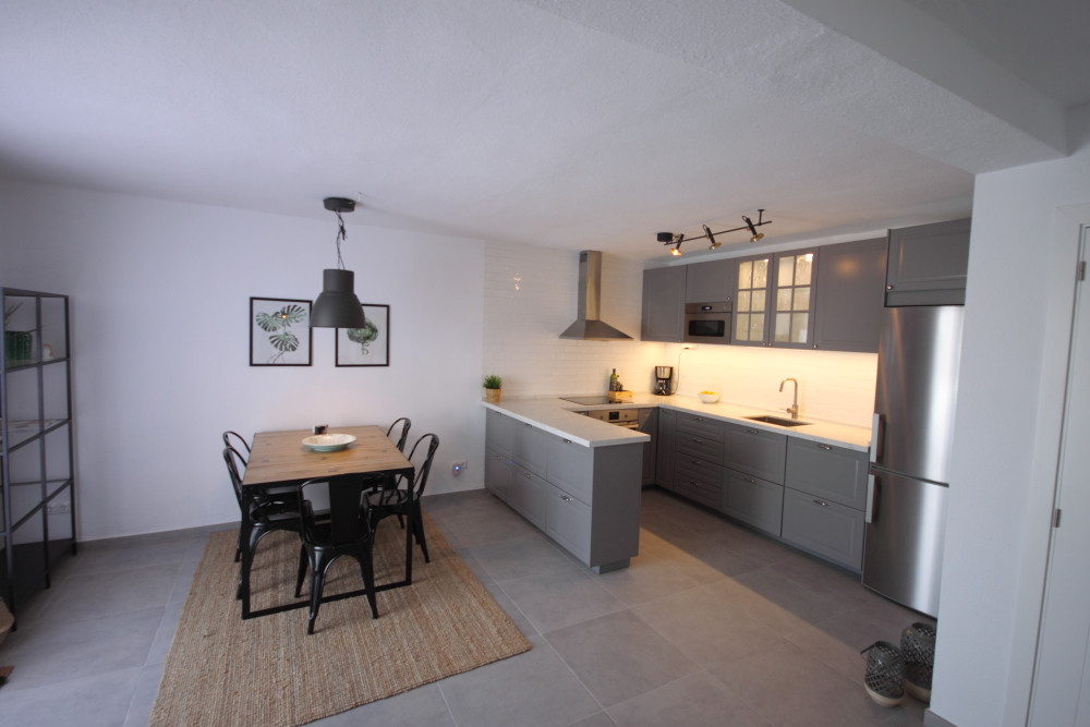 Fantastic, newly renovated and refurbished property available for holiday rental. Featuring 2 bedrooSpain