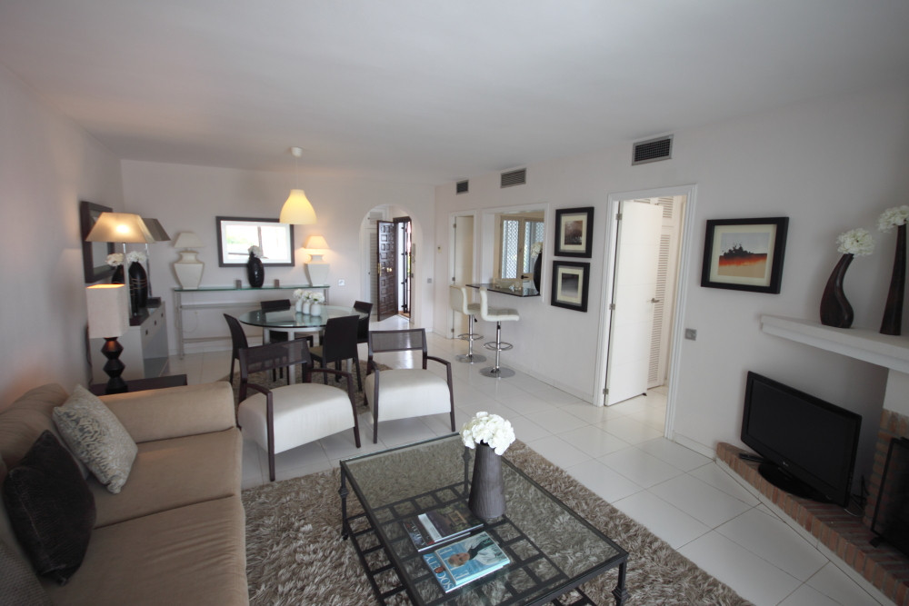 Fantastic opportunity to purchase an apartment in a very sought out area and in the popular urbanisa,Spain