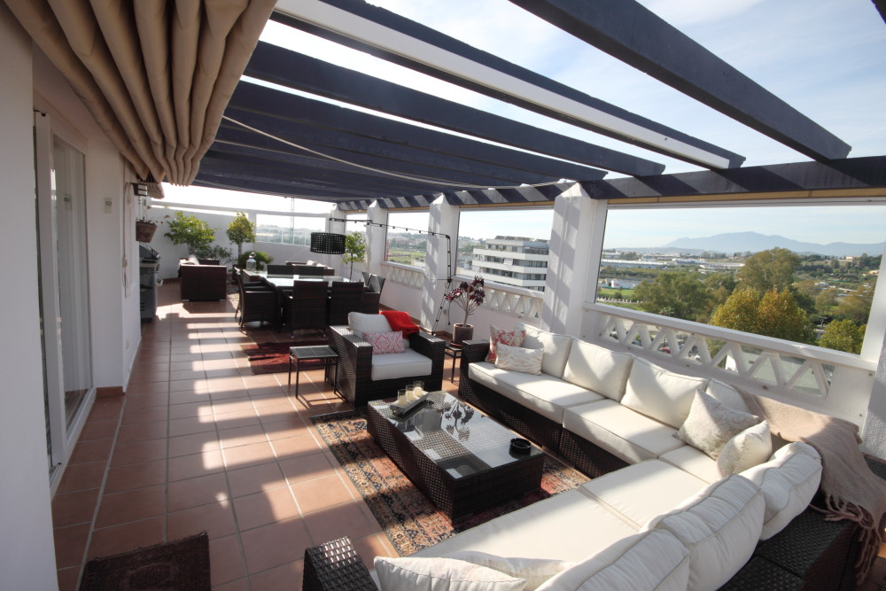 Fantastic and huge penthouse now for sale.  Featuring 3 bedrooms, 2 bathrooms, a fully fitted kitche,Spain