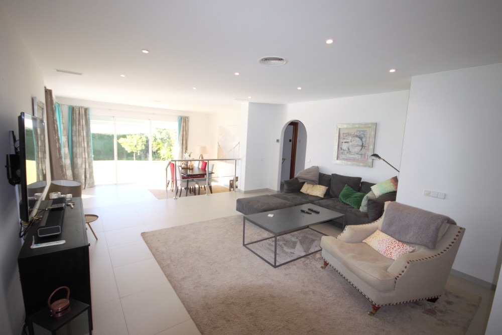 Fantastic and modern ground floor apartment now available for sale. Featuring 3 bedrooms, 2 bathroom,Spain
