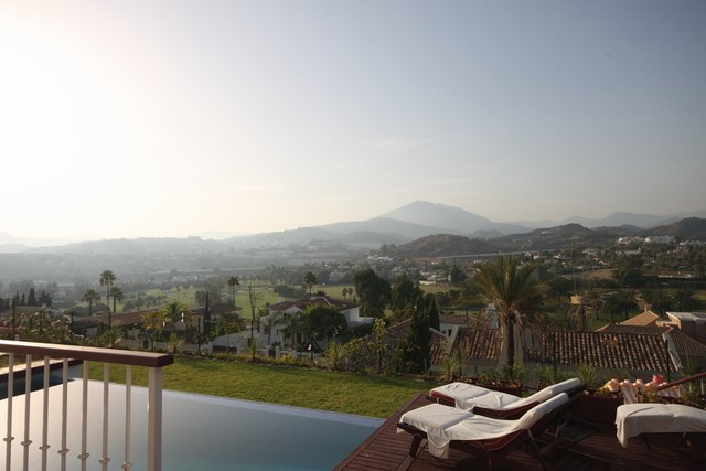 Villa, Close to Golf, Fitted Kitchen, Parking: Double Garage, Pool: Private, Garden: Private, Facing,Spain