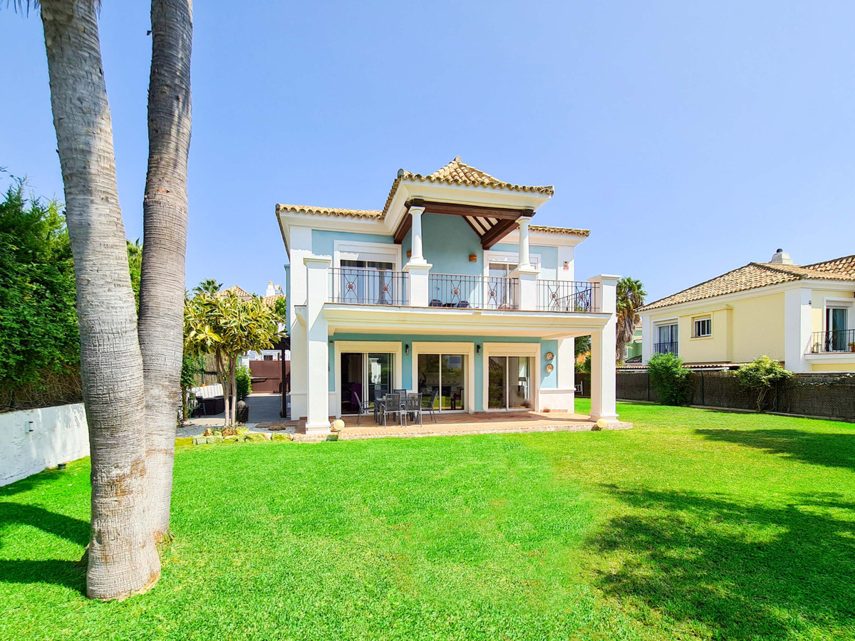 *** Detached Villa in Ocean Golf, La Duquesa *** 4 Beds & 3 Baths *** Large Private Garden with , Spain