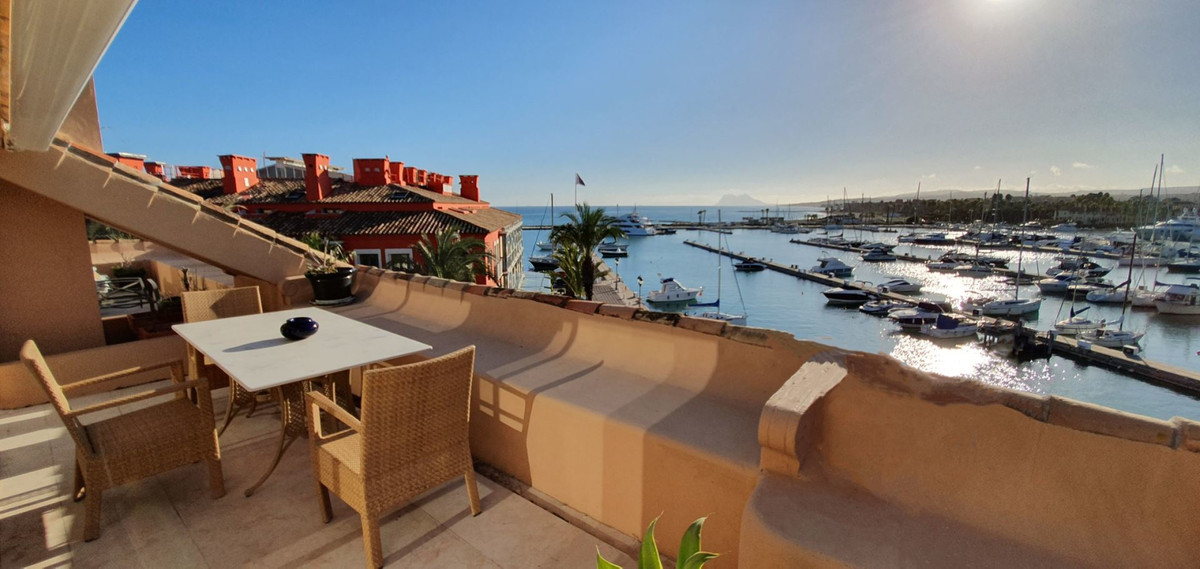 *** Luxury Penthouse in Sotogrande Marina *** 4 Beds (all with Ensuite Bathrooms and Built-In Wardro, Spain