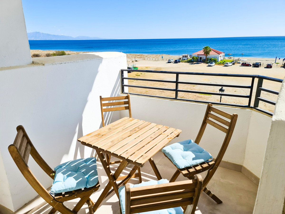 *** Fully Renovated Beachfront Penthouse *** Panoramic Views of the Sea & Ideal Beachfront Locat, Spain