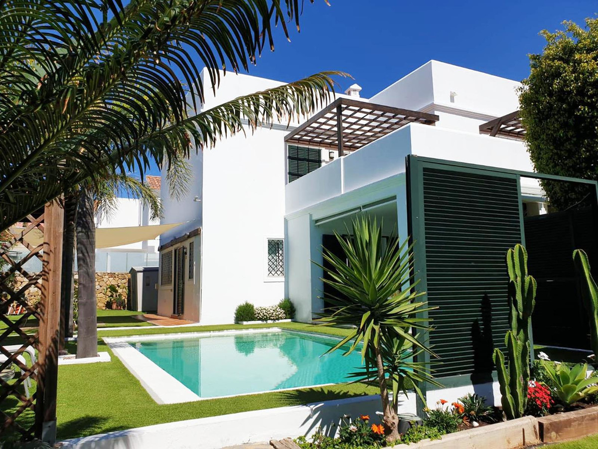 *** Spacious Contemporary Villa in La Duquesa ***Recently Reduced *** Private Garden & Swimming , Spain