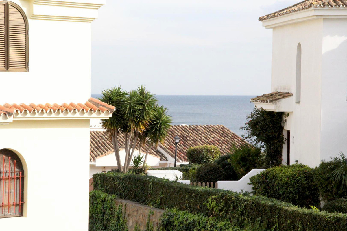 *** Duplex Penthouse in Monte Duquesa *** 4 Bedrooms & 3 Bathrooms (2 ensuite and 1 guest bathro, Spain