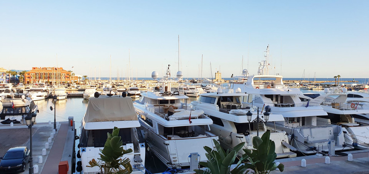 *** Freehold Luxury Apartment in Sotogrande Marina *** 3 Beds (all with Ensuite Bathrooms) & Gue, Spain