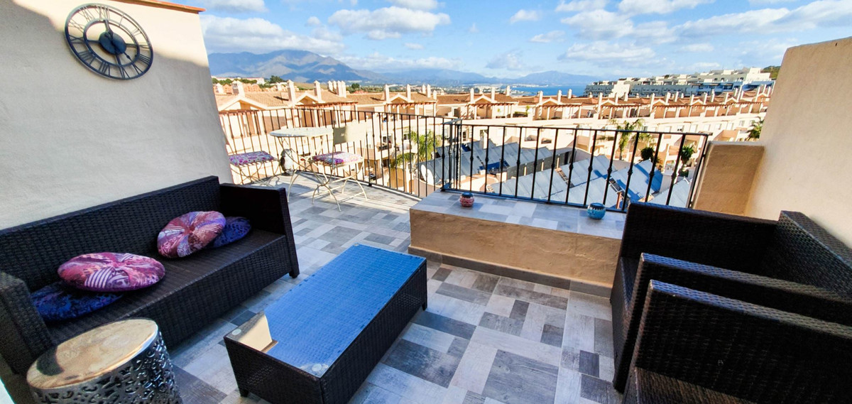 *** Completely Refurbished Penthouse in La Duquesa *** 3 Beds & 3 Baths(2 ensuite and 1 guest ba, Spain