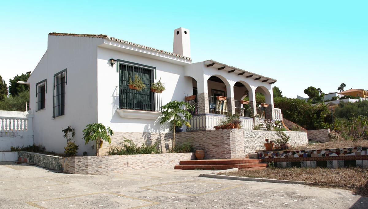 *** Charming Detached House in El Padron, Estepona *** County Location Less than 5 Minutes to Beach,, Spain