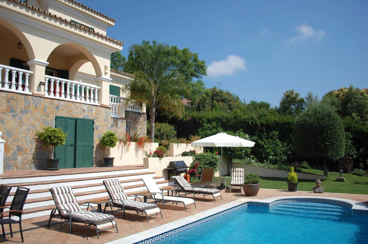 Detached Villa, Sotogrande, Costa del Sol. 5 Bedrooms, 4 Bathrooms, Built 380 m², Garden/Plot 1078 m, Spain