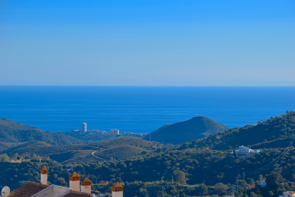 *** Residential Plot in Paseo del Chifle *** Ojen center *** Stunning views to the sea and mountain ,Spain