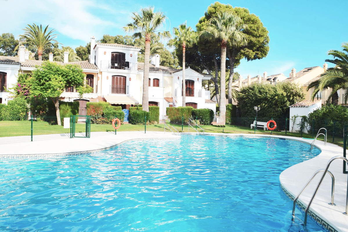 *** Beach-side Townhouse in the New Golden Mile *** 2 bedrooms & 2 bathrooms *** Fully-Fitted Ki,Spain