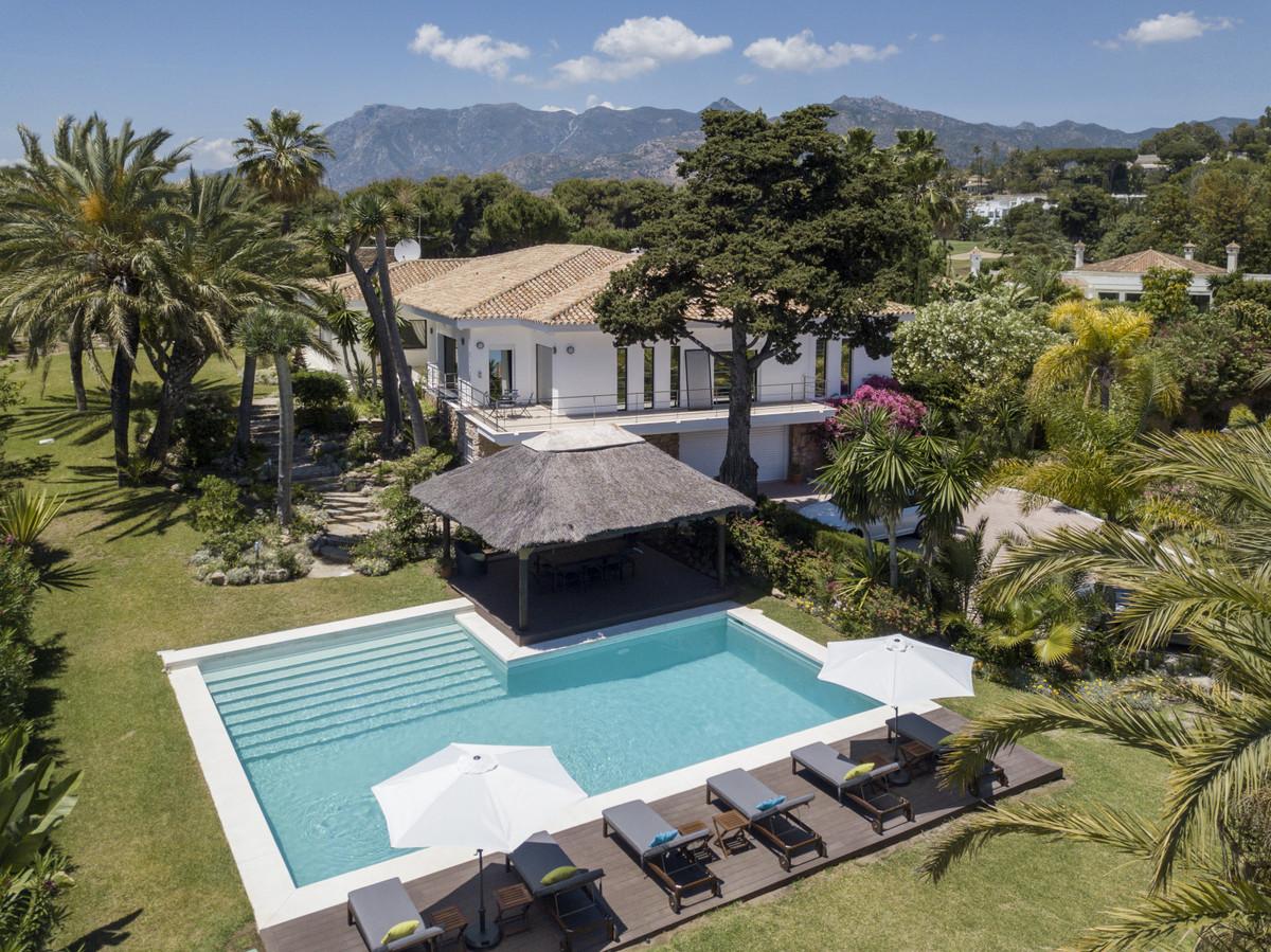 Villa 5 Dormitorios en Venta Río Real