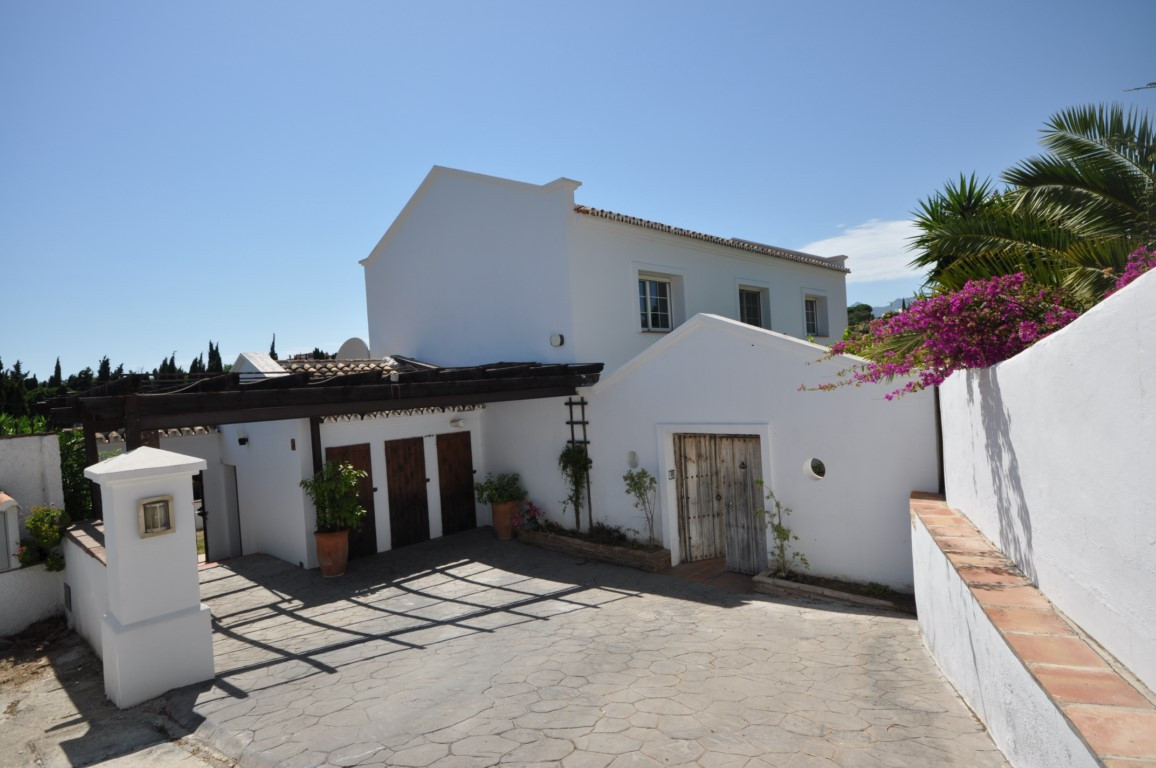 New to the market, this is an impressive and spacious villa with four bedrooms and three bathrooms s, Spain