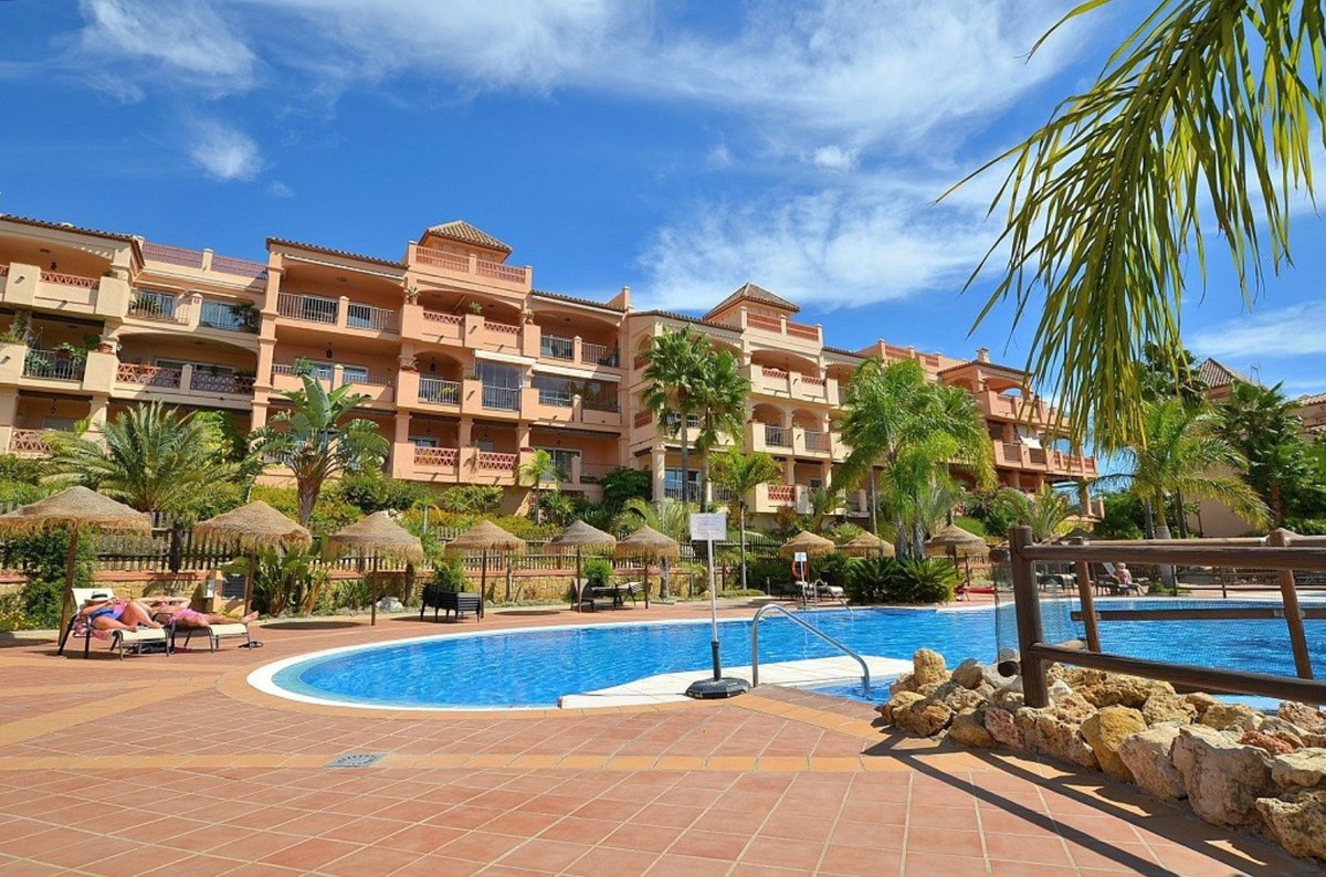 Fantastic 2-bed apartment located in a well established complex of Torrequebrada, Benalmadena.  The ,Spain