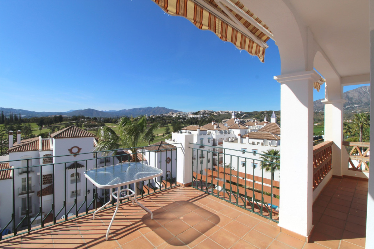 This is  a rare opportunity to purchase a large 4-bed penthouse apartment front-line Mijas Golf.  Th, Spain