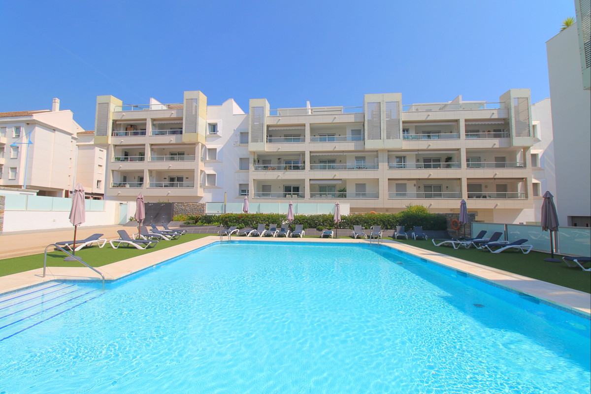 This is modern 3-bed apartment superbly located in San Pedro de Alcantara, steps away from the new b,Spain