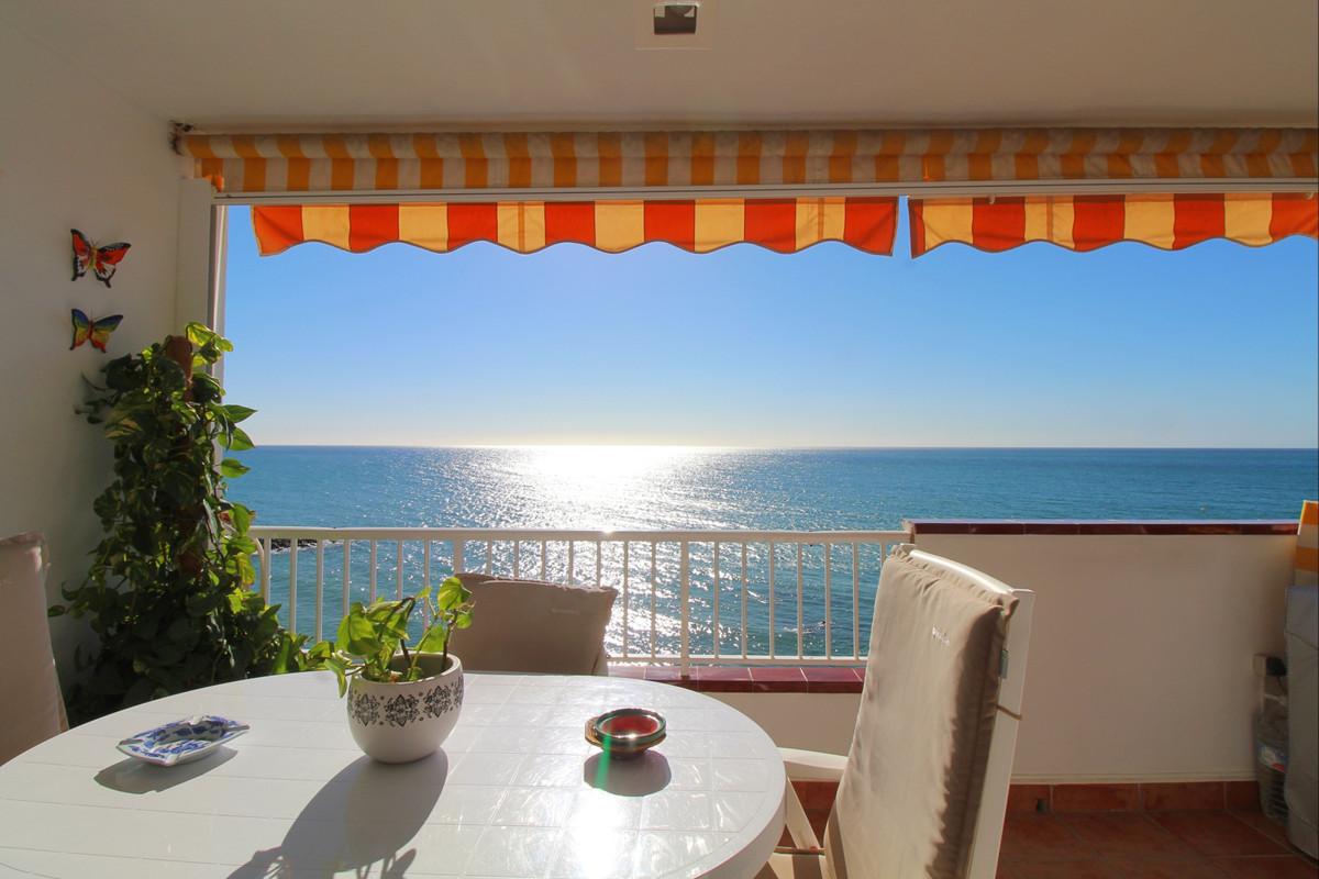 Great investment opportunity in Benalmadena Costa!  Front-line beach apartment in Edif. Perla Playa,,Spain
