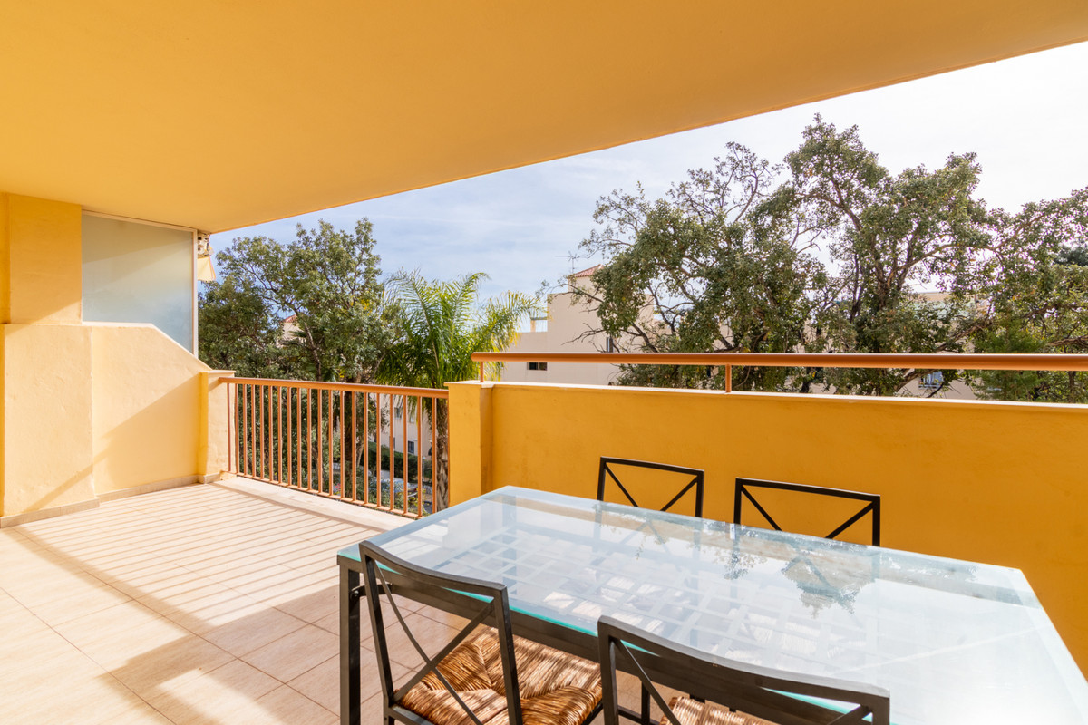 Marbella Banus Apartamento Planta Media en Venta en Calahonda – R3592048