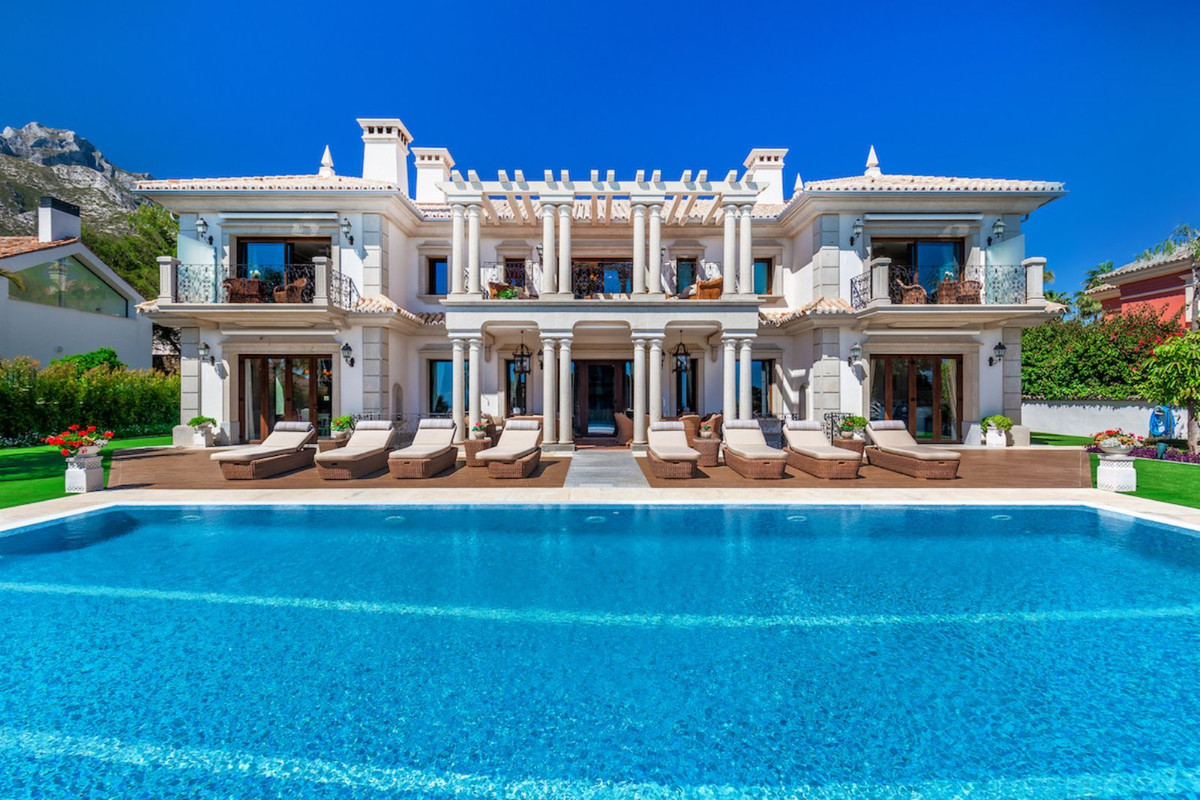8 Bed Villa For Sale in Sierra Blanca