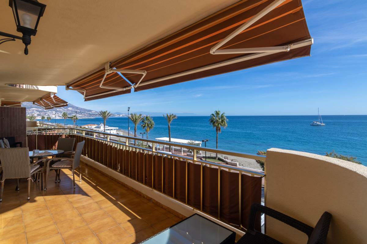 This is a truly unique opportunity to purchase a 4 bedroom luxury apartment front-line beach in Fuen,Spain