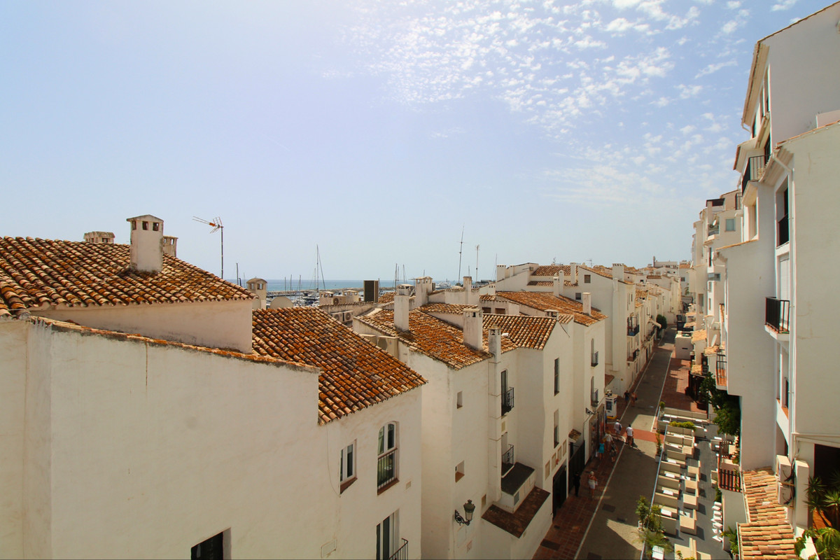 Partially renovated middle floor apartment for sale in the Port in Puerto Banus, second line. Surrou,Spain