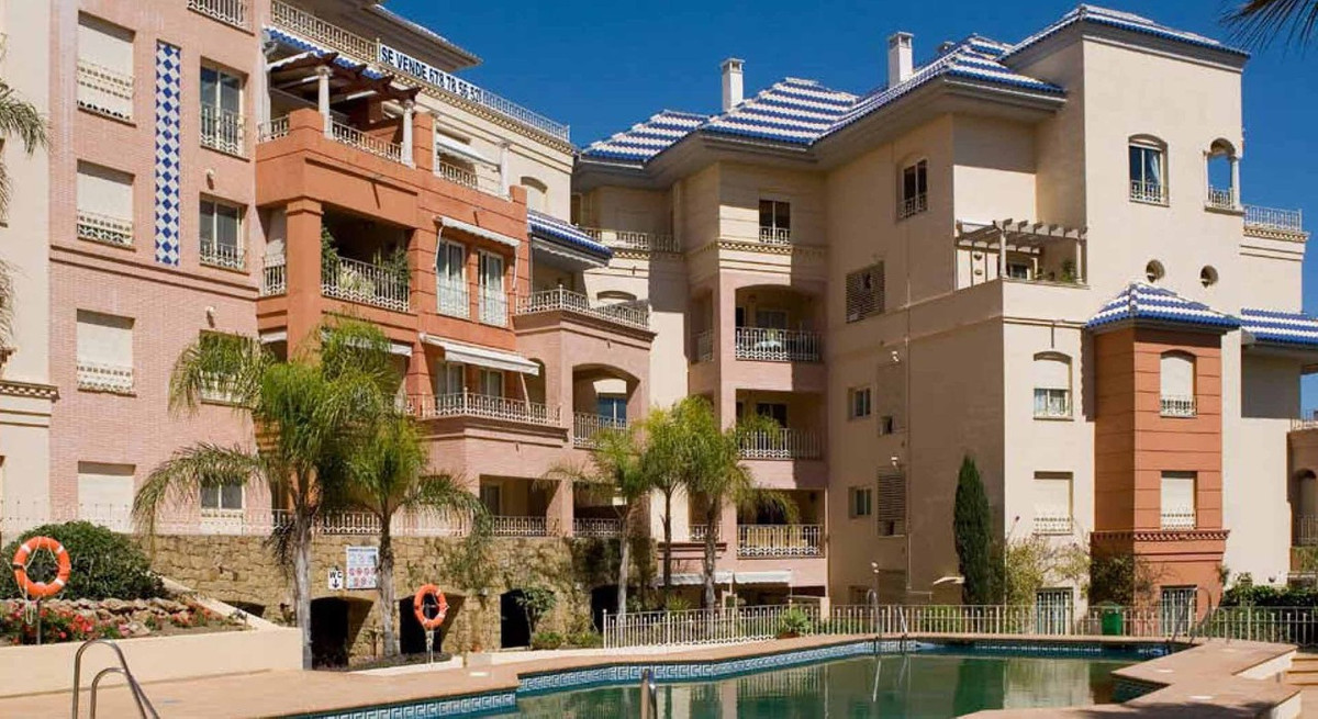 This apartment is located in one of the most exclusive buildings of Benalmadena, 50m to the Parque d,Spain