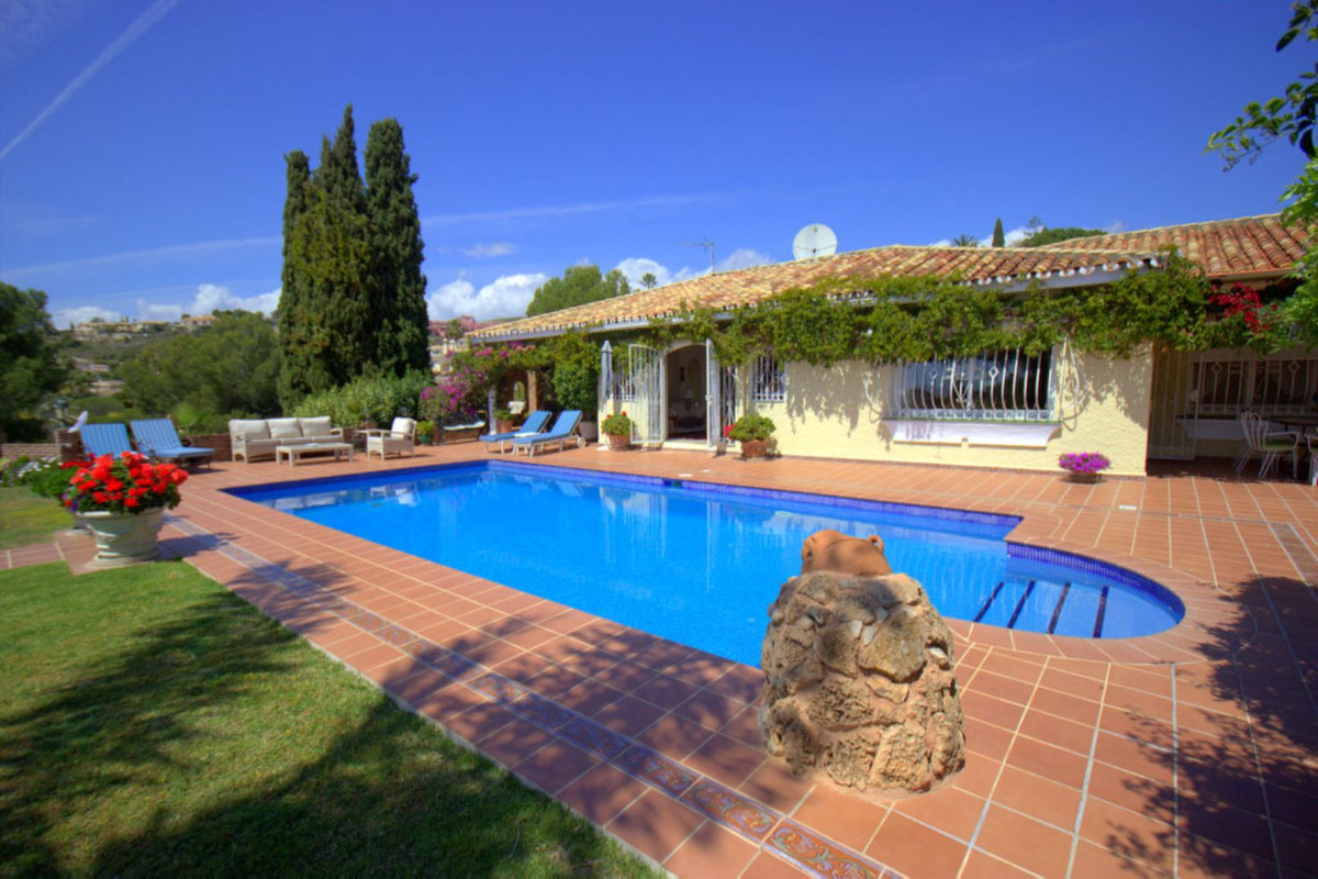 Detached Villa for sale in El Paraiso R3547927