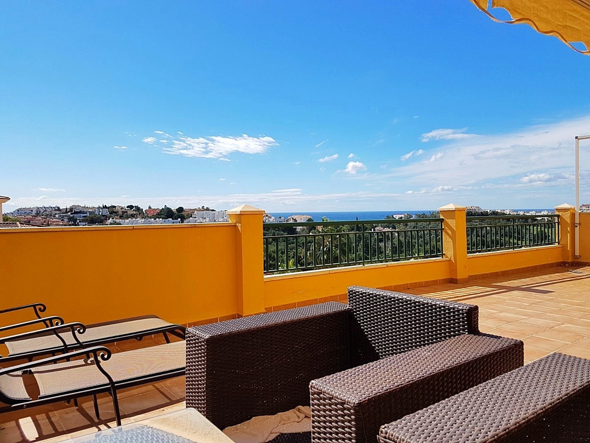 Fantastic 3 bed 2 bath floor apartment with open plan kitchen and huge terrace overlooking the Torre,Spain
