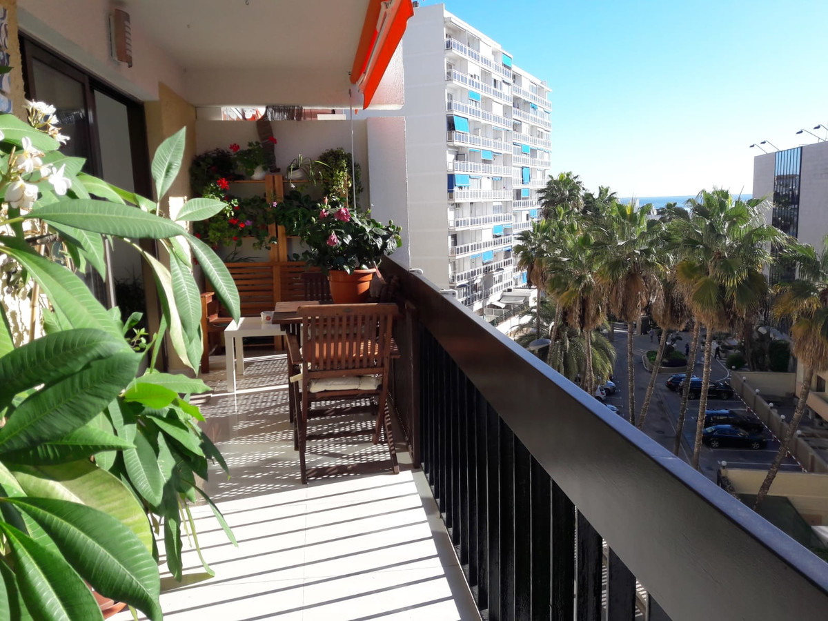 Excellent apartment completed renovated, close to all amenities and walking distance to the Beach an, Spain