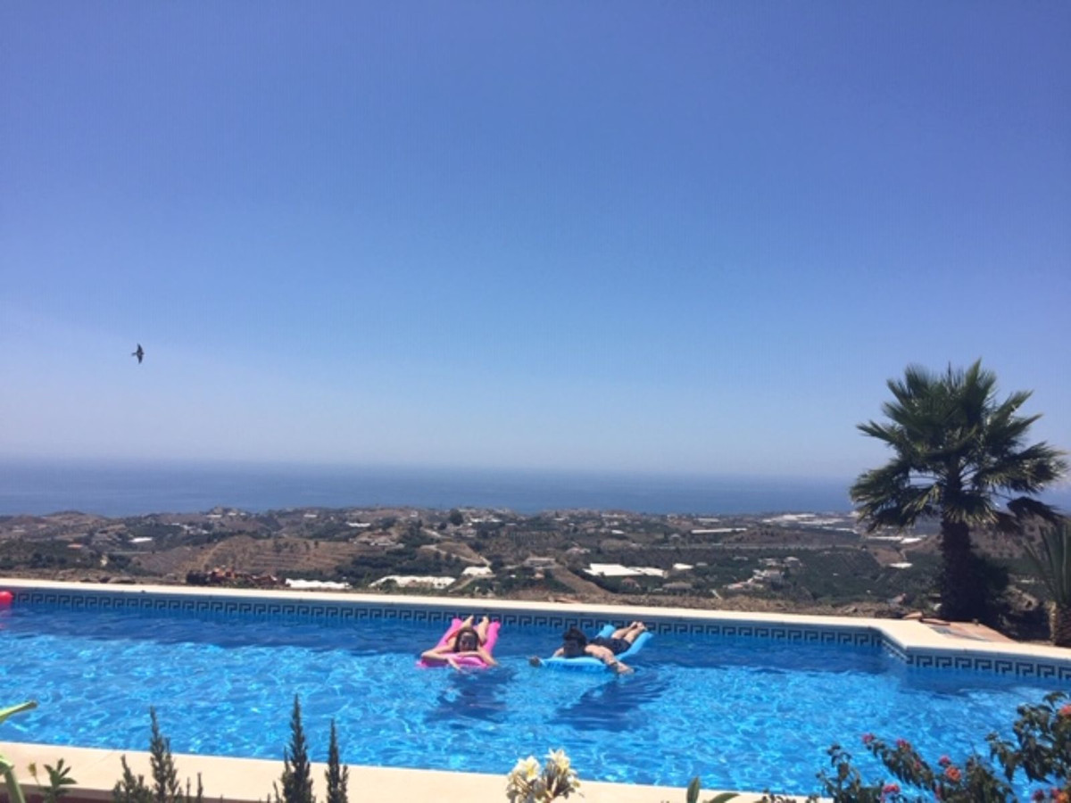 In a rustic plot of 22000 square meters, a 3 bedroom, 2 bathroom villa with large swimming pool set ,Spain