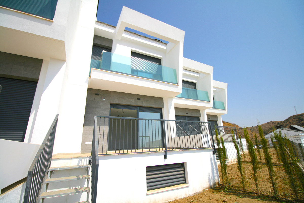 Welcome to this brand new 3 bed townhouse with panoramic beach and sea views situated just 150 meter, Spain