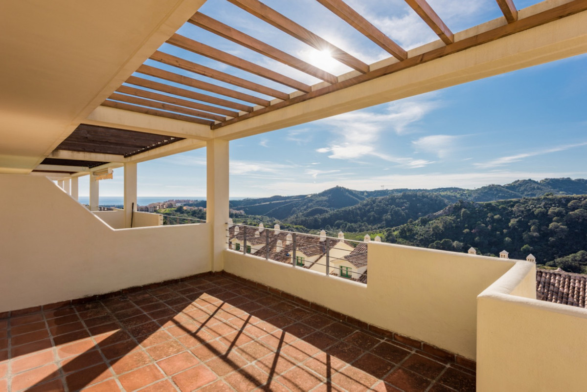 Welcome to this private and extremely well kept development of apartments designed by a renown Scand,Spain